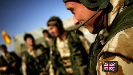 Begleitet von aggressiver Rhetorik in Richtung Moskau verlegt Großbritannien Einheiten und militärische Gerätschaften nach Estland und Rumänien.