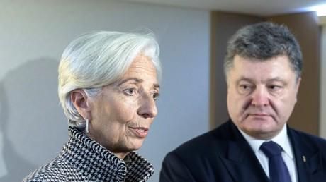 Die geschäftsführende Direktorin des Internationalen Währungsfonds Christine Lagarde mit dem ukrainischen Präsidenten Petro Poroschenko auf dem Wirtschaftsforum in Davos in Februar 2016.