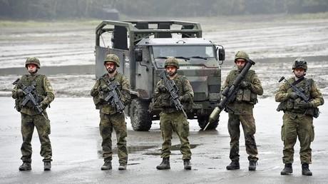 Bundeswehr-Soldaten während eines Übungs- und Informationstages in Münster; Deutschland, 9. Oktober 2015