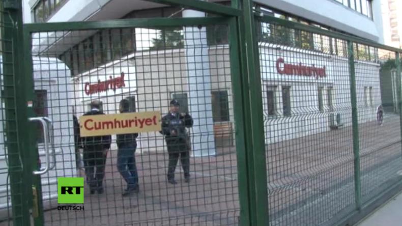 Türkei: Chefredakteur und Mitarbeiter der Oppositionszeitung Cumhuriyet festgenommen