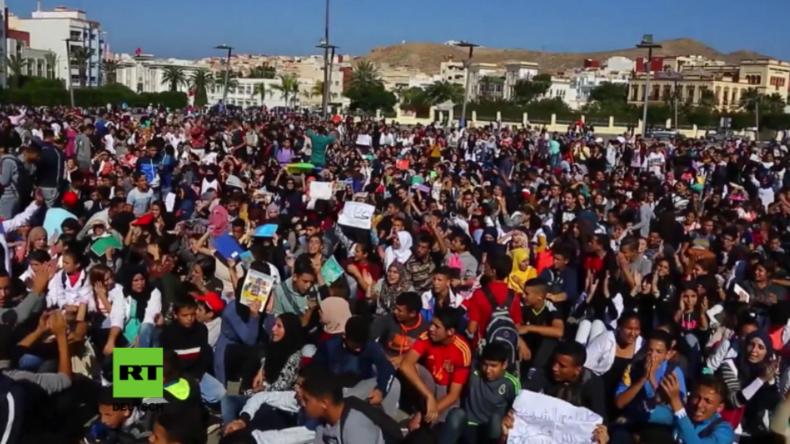 """Nach grausamem Tod eines Fischers: Größte Massenproteste seit dem """"Arabischen Frühling"""" in Marokko"""