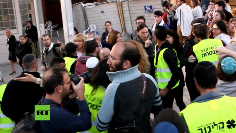 Klagemauer: Zusammenstöße zwischen emanzipierten Frauen und ultraorthodoxen jüdischen Männern