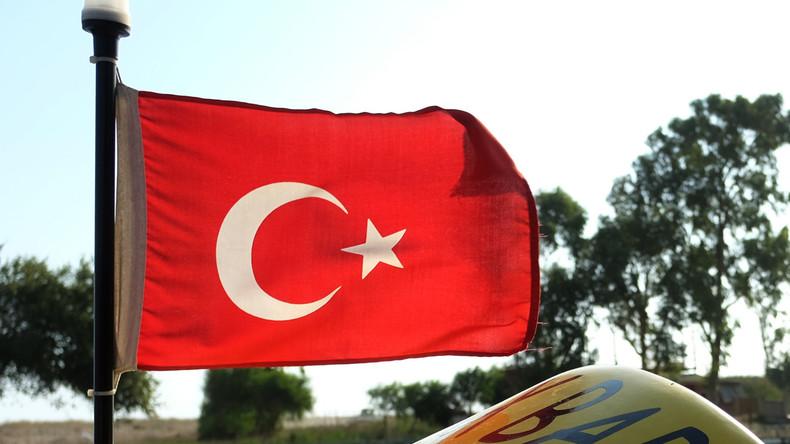 Türkischer Außenminister: Bei Einreise in Türkei sollen Russen nur Inlandspass brauchen