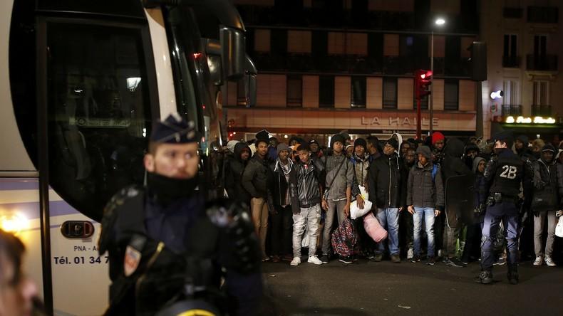 Calais umgezogen: Polizei räumt illegales Flüchtlingslager in Paris [Live Video]