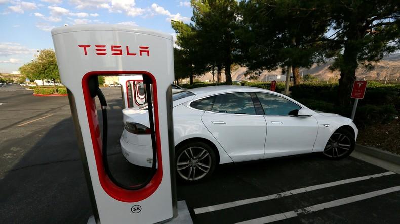 Ehemaliger FBI-Beamter bei Tesla-Autounfall verunglückt