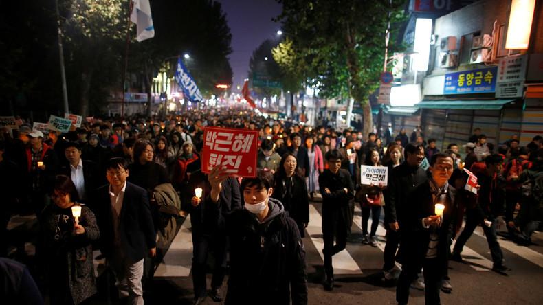 Südkorea: Zehntausende Demonstranten fordern Präsidentin Park Geun-hye zum Rücktritt auf