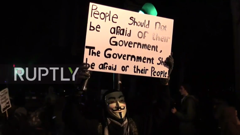 "Live: Tausende Aktivisten in London für ""Million Mask March"" von Anonymous"
