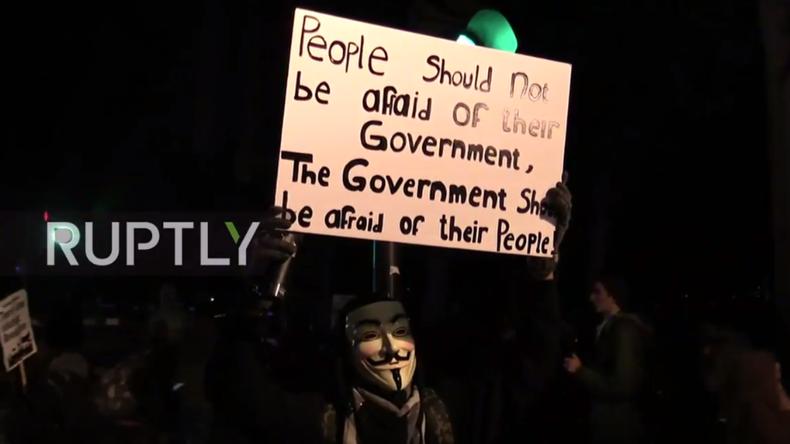 """Live: Tausende Aktivisten in London für """"Million Mask March"""" von Anonymous"""