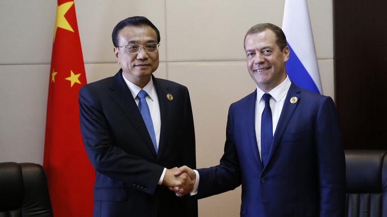 Chinas Ministerpräsident Li Keqiang trifft zu einem zweitägigen Besuch in Sankt Petersburg ein