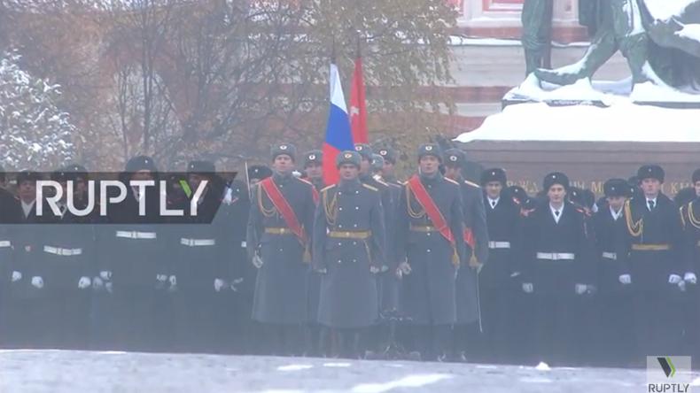 Live aus Moskau: Feierlichkeiten zum 75. Jahrestag der berühmten Parade auf dem Roten Platz