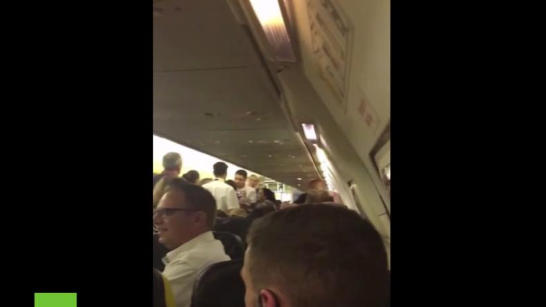 Mehrere Männer starten Schlägerei in Passagiermaschine - Ryanair muss in Pisa zwischenlanden