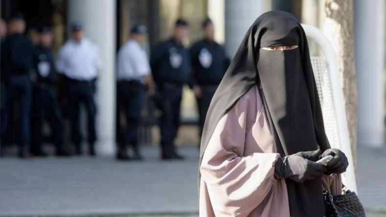 Italien: Frau verweigert Abnahme des Niqabs und muss 30.000 Euro Strafe zahlen