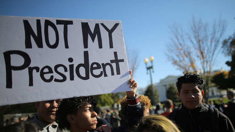 Trump-Gegner versperren wichtige Autostraße in Washington