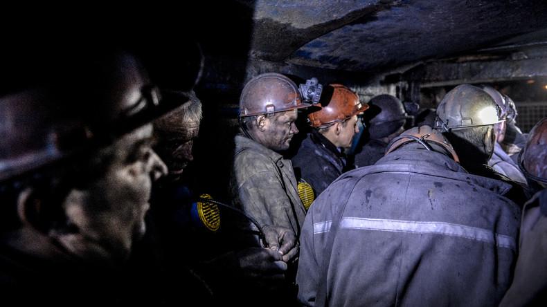 Mehr als 40 Lugansker Bergwerkleute nach ukrainischem Beschuss in Schacht gefangen