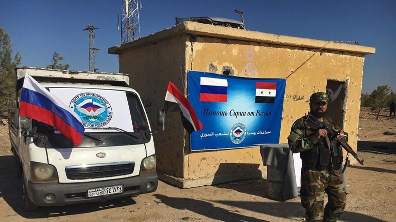 Russische Militärs liefern vier Tonnen humanitäre Hilfe an Einwohner von Aleppo