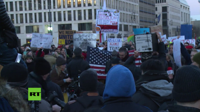 "Berlin: ""Not my fucking President"" - Hunderte demonstrieren gegen Donald Trump"