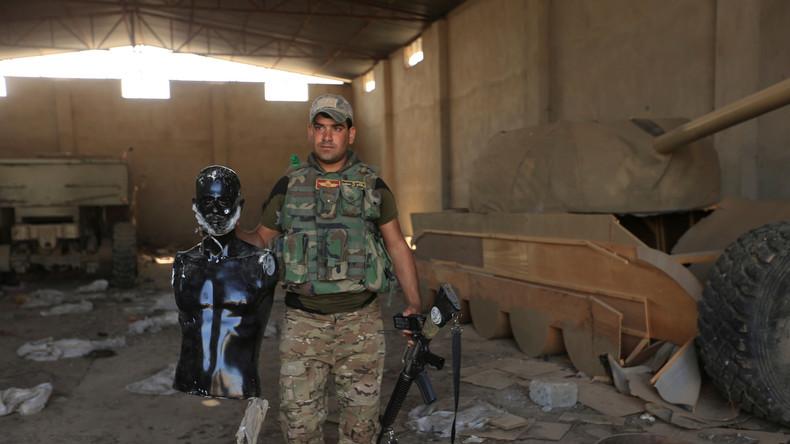 IS hat bärtige Schaufensterpuppen und Holzpanzer bei Schlacht um Mossul benutzt