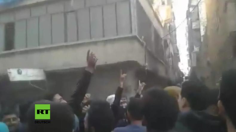 """Ost-Aleppo: Anwohner protestieren gegen """"Rebellen"""" und dagegen, dass sie ihnen die Flucht verbieten"""