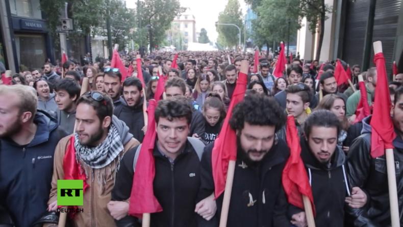 """Griechenland: """"Yankee go home!"""" - Tausende erinnern an US-Unterstützung für griechische Militärjunta"""