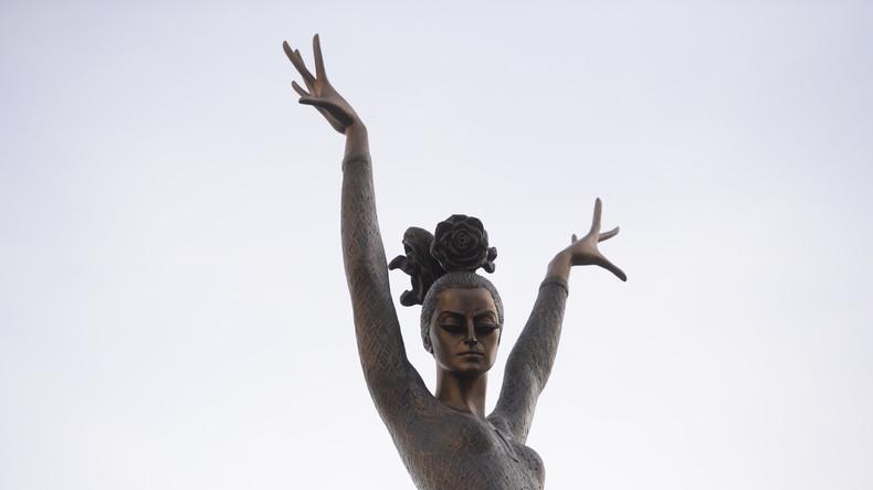 Moskau enthüllt Denkmal für Balletttänzerin Maja Plissezkaja
