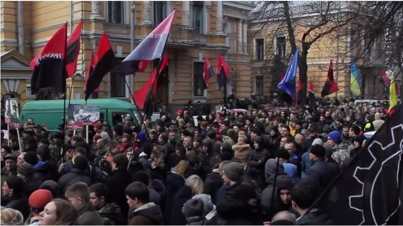 """Live aus Kiew: """"Kommt und kämpft!"""" - Nationalisten des Rechten Sektors rufen neuen Maidan aus"""