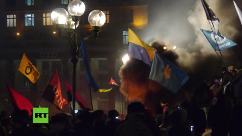 """""""Neuer Maidan"""": Paramilitärische Gruppen wüten in Kiew und legen Feuer"""