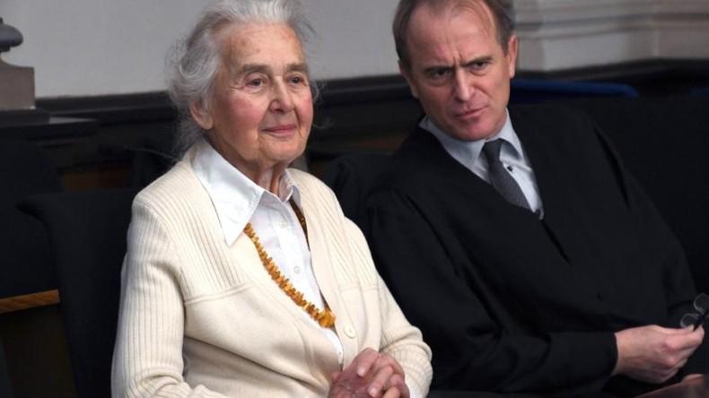 88-jährige Deutsche bekommt zweieinhalb Jahre Freiheitsstrafe für Holocaustleugnung