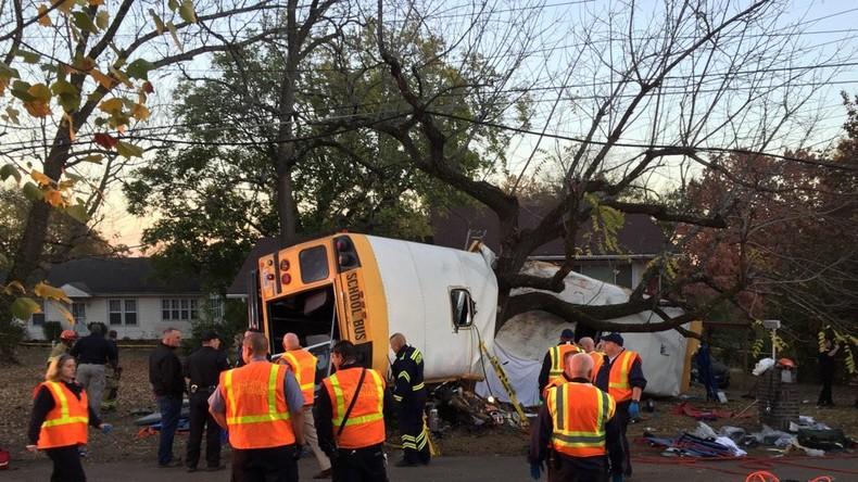 Schulbus-Unfall in den USA: Fahrer fragte Kinder, ob sie bereit wären zu sterben - Medien