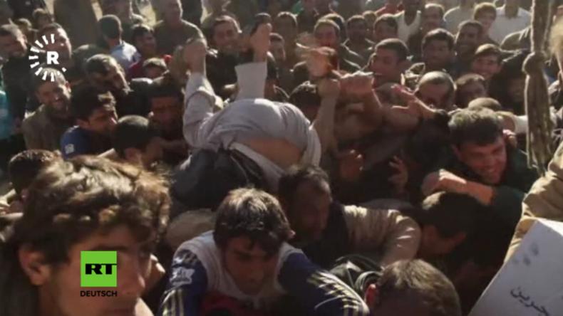 In Ost-Mossul herrscht Hunger: Soldaten müssen bei Lebensmittelverteilung Warnschüsse abgeben