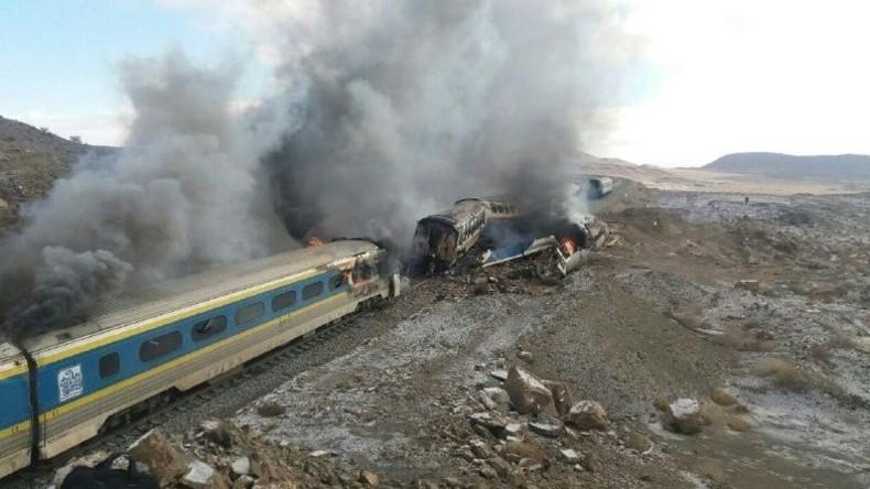 Unfall im Iran: Zwei Züge prallten zusammen