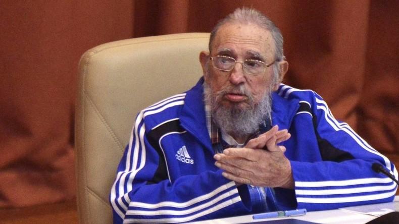 Anhänger und Gegner von Fidel Castro streiten sich vor der kubanischen Botschaft in Madrid