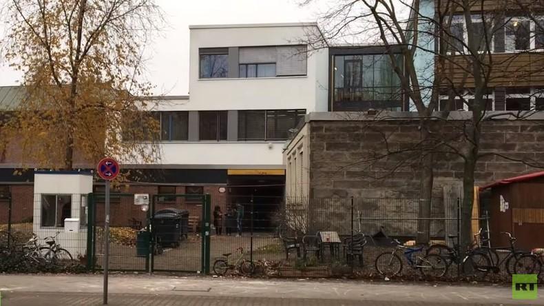 Flüchtlinge in Berlin: Ein Jahr in der Turnhalle