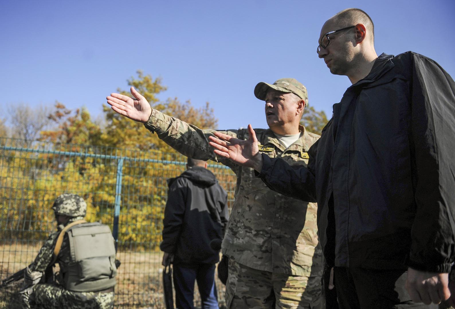 """Der ehemalige ukrainische Ministerpräsident inspiziert das Objekt """"Stina"""" (auf Deutsch """"Mauer"""") im Gebiet Charkow an der russisch-ukrainischen Grenze"""