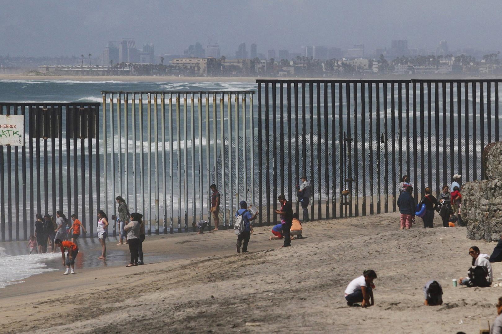 Ein Zaunabschnitt an der Grenze zwischen Mexiko und den Vereinigten Staaten