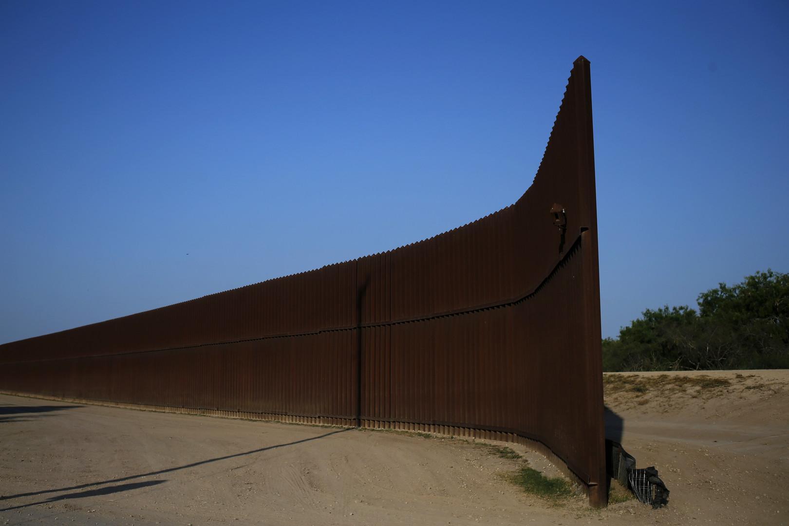 Eine Lücke im US-Schutzwall im Bundesstaat Texas an der Grenze zu Mexiko