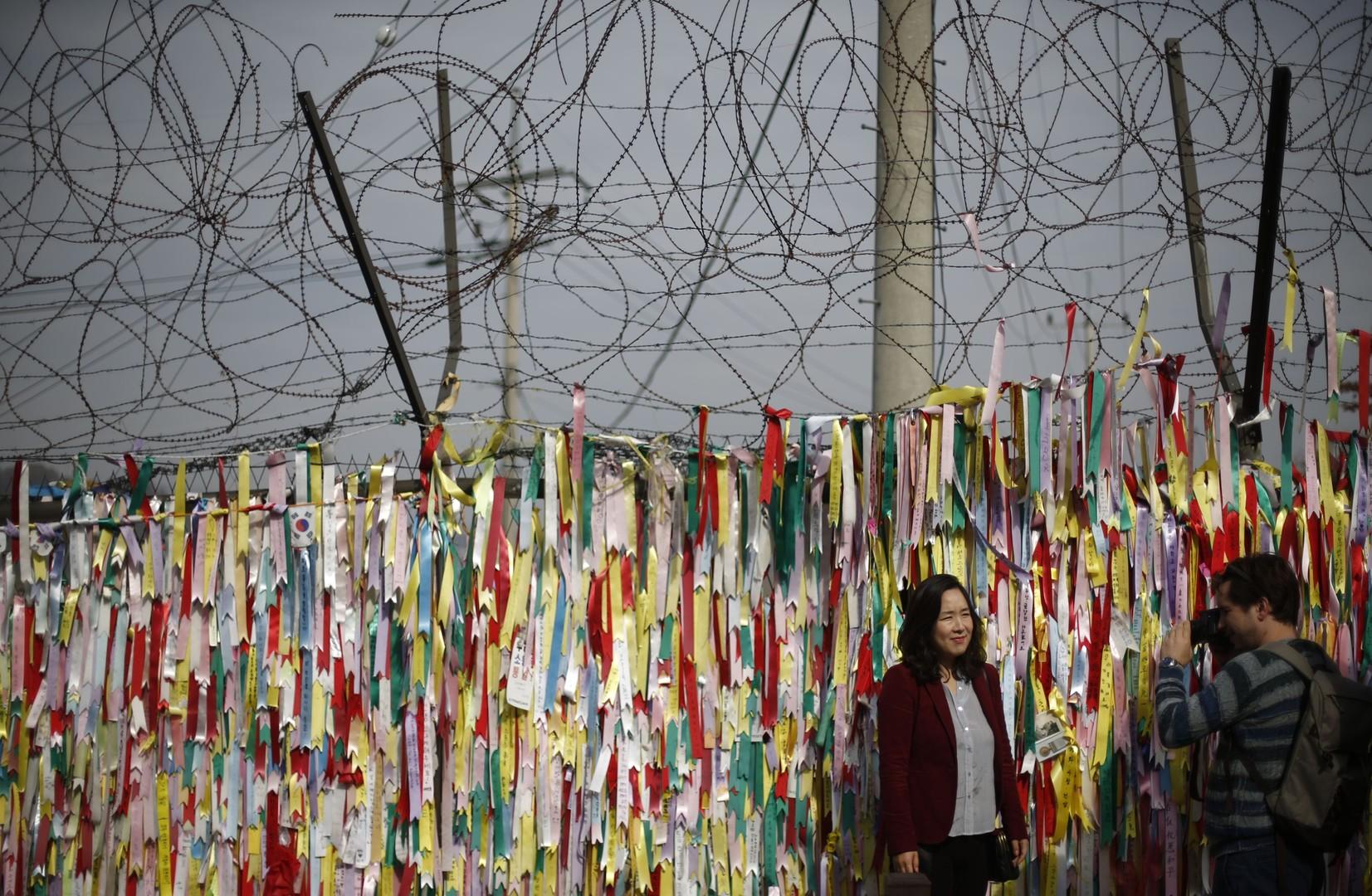 Die mit südkoreanischen Flaggen geschmückte Absperrung unweit der entmilitarisierten Zone zwischen Nord- und Südkorea