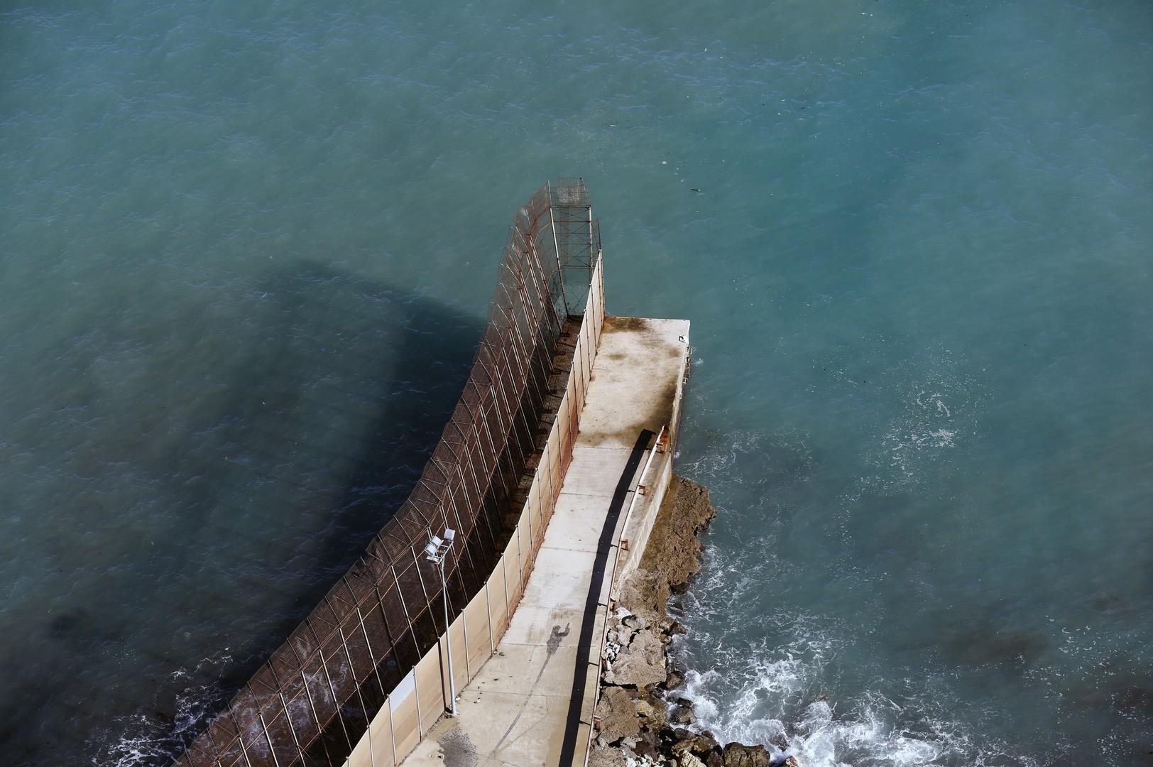 Ein Stück Absperrung zwischen Marokko und der spanischen Enklave Melilla