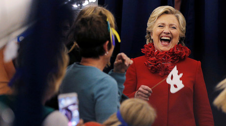 Hillary Clinton kann sich freuen: Der US-Mainstream steht fest an der Seite der Kandidatin.