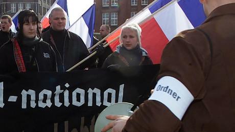 Neo-Nazis während einer Kundgebung, Hamburg, 17. Februar, 2001