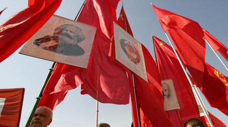 Kundgebung in Moskau zum Tag der Arbeit: Marx und Lenin sind dabei.