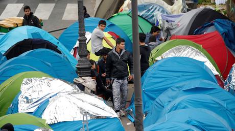 Das Zeltlager der Flüchtlinge zwischen den Metro-Stationen Jaurés und Stalingrad,  Paris, Frankreich, 28. Oktober 2016.