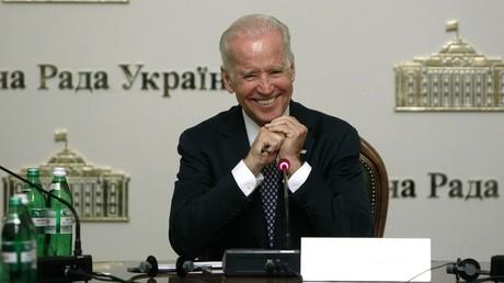 Joe Biden leitete die Sitzung des ukrainischen Parlaments (Werchowna Rada) am 22. April 2014 vom Präsidentensessel aus.