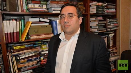 Alexander Diukov, der Leiter der Stiftung für Historische Erinnerung in Moskau, in einem Interview mit RT-Korrespondent Ulrich Heyden.