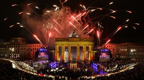 Feuerwerk vor Deutschlands Wahrzeichen - Doch es gibt nicht nur Grund zum Feiern.
