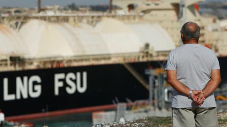 Ein Transporte für Flüssiggas in Malta. In dem Ort Marsaxlokk kam es zu Protesten, weil der hochgradig feuerempfindliche LNG-Transporter dort dauerhaft liegen soll.