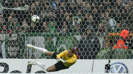 Früherer Torwart der deutschen Fußballmannschaft hat seine Wrestler-Karriere erfolgreich gestartet