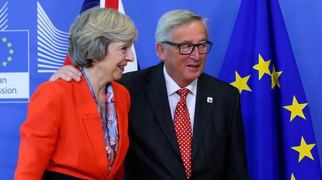 Premierministerin Theresa May und der Präsident der  Europäischen Kommission  in Brüssel, Belgien, 21. Oktober 2016.