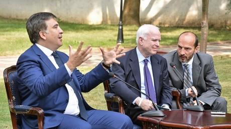 Gouverneur Micheil Saakaschwili empfängt den US-amerikanischen Senator John McCain; Odessa, 23. September 2015.