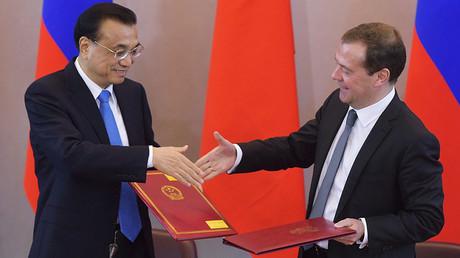 Nicht nur im Handel rücken Russland und China enger zusammen. Auch im Bankwesen wurden Verträge zwischen chinesischen und Russischen Banken abgeschlossen, von denen beide Seiten profitieren sollen.