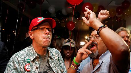 Kalifornier feiern den Erfolg des Referendums zur Legalisierung von Marihuana zu